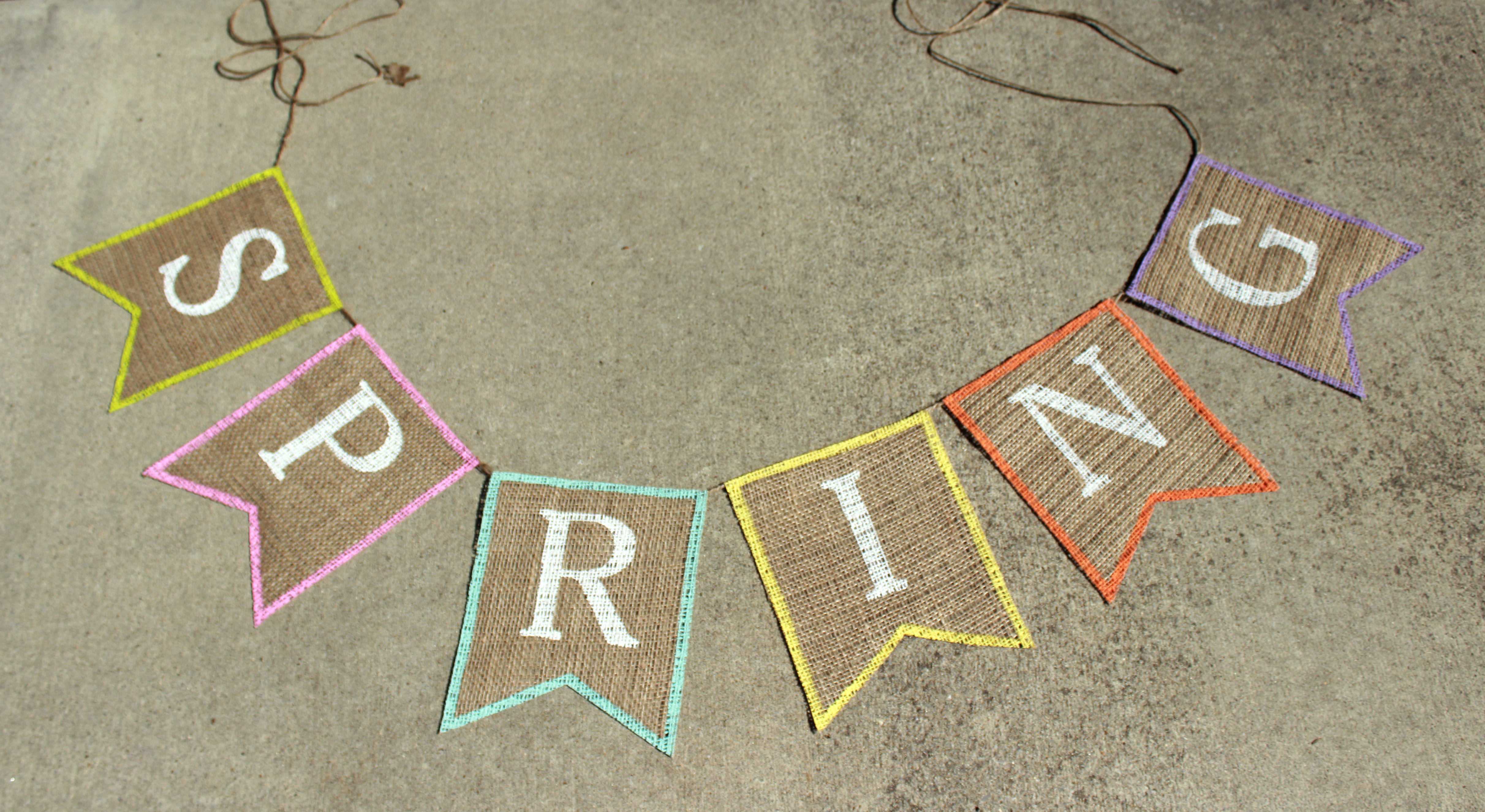 Diy Wedding Word Banners: DIY Spring Burlap Banner With Free Banner Template
